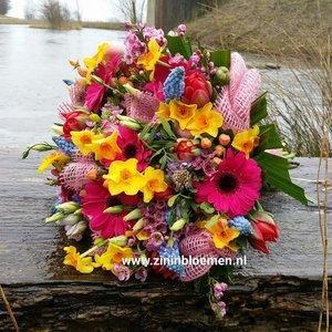 bruidsboeket voorjaar bont